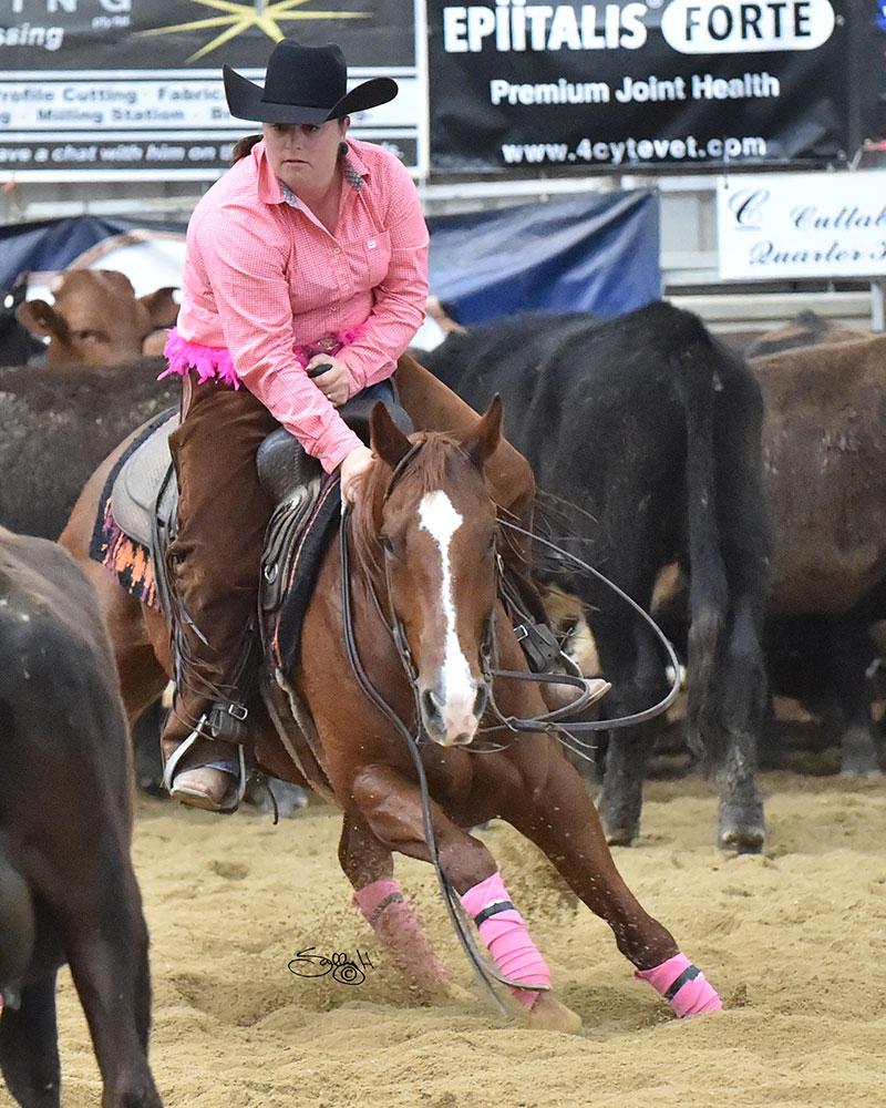 2017 Ladies Pink Cutting Champion, Sarah Crawford & This Catifex